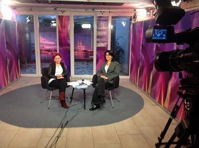 Nermin Ermis und Dr. Jadigar Kesdoğan bei TRT Okul